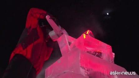 """Sulle Alpi blocchi di ghiaccio """"scolpite"""" in opere d'arte"""