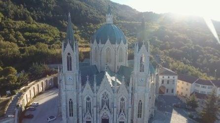 Sembra un castello delle fiabe: l'affascinante costruzione in una valle verde del Molise