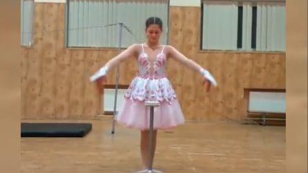 Questa ballerina di 13 anni nasconde una sorpresa e incanta tutti