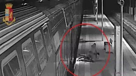 Avvicinato con una scusa a bordo di un treno, poi rapinato e aggredito a calci e pugni