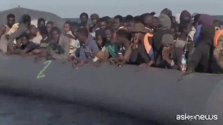 Affonda gommone con 20 migranti, Marina italiana ne salva tre