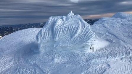La neve l'ha ricoperta totalmente: il paesaggio innevato è pazzesco