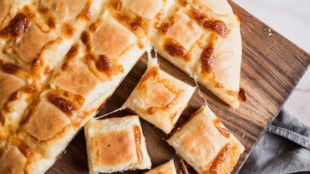 Focaccia trapuntata: una brioche al formaggio soffice e alta!