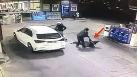 Aggrediscono una donna per rubarle l'auto: momenti di paura