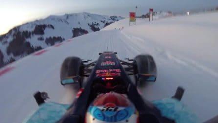 Follia di Verstappen sulla neve: discesa libera sul ciglio di un burrone