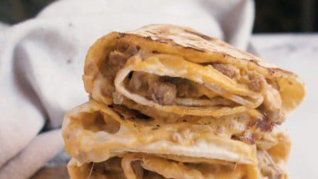 Piadina al formaggio: perfetta per una cena veloce, ma piena di gusto!