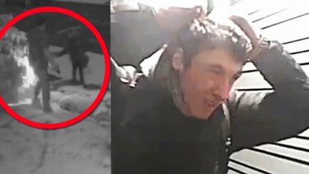 Sconosciuto sbircia i suoi figli alla finestra, il padre armato di pistola lo mette in fuga
