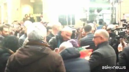 Sanremo, bagno di folla per Eros Ramazzotti prima della serata