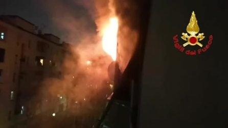 Milano, incendio in una casa Aler: evacuate 30 persone. Quattro intossicati tra cui un bambino