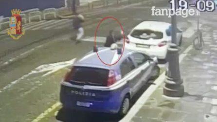 Roma, quattro ragazzi allontanati dalla discoteca danneggiano la volante della polizia