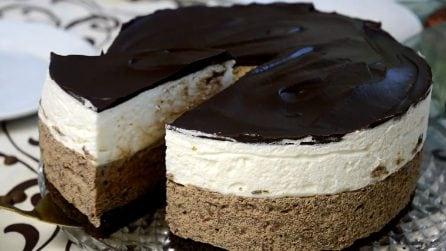 Torta mousse bianca e nera: un dessert cremoso che vi conquisterà