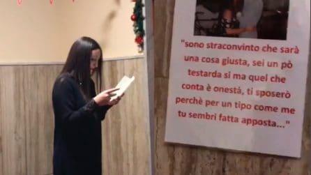 Napoli, messaggi d'amore nel palazzo dove abita la ragazza: la proposta di matrimonio è emozionante