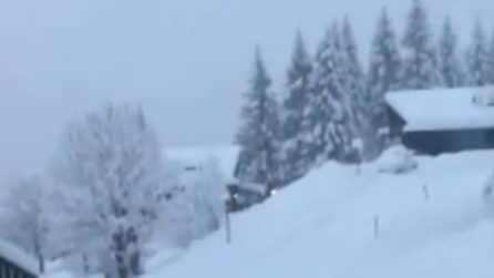 Cortina ricoperta dalla neve: tutto si tinge di bianco