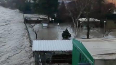 Maltempo a Bologna, Reno in piena: l'acqua invade un parcheggio