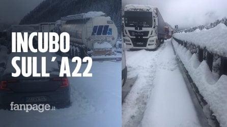 """Neve al Brennero, intrappolati 15 ore in autostrada: """"Nessuno ci ha soccorsi nella notte"""""""