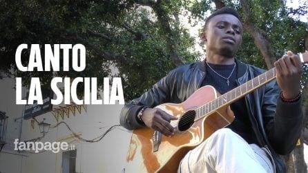 """Chris Obehi, il migrante che suona la musica siciliana: """"Quando canto in siciliano mi sento a casa""""."""