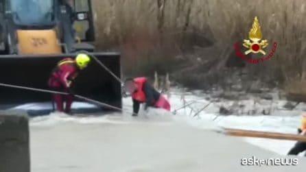 Maltempo, il salvataggio di tre ragazzi dal fiume in piena