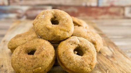 Ciambelle soffici alle mele e cannella: perfette una colazione golosa!