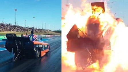Il dragster esplode alla partenza: le immagini sono spaventose