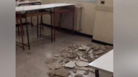Paura in una scuola a Gorgonzola: crolla il controsoffitto di un'aula, studenti in sciopero