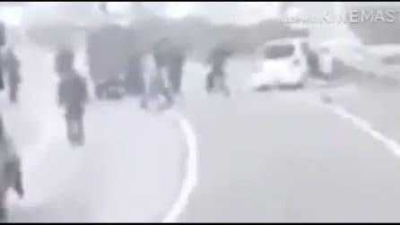 Pakistan, l'anti-terrorismo uccide a sangue freddo una famiglia innocente: il video choc