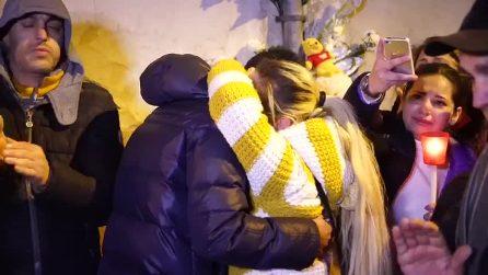 Bimbo ucciso di botte a Cardito, le lacrime dei familiari durante la fiaccolata silenziosa
