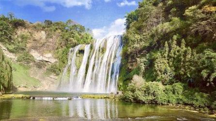 Sembra venir fuori da un quadro: la cascata che incanta i turisti