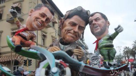 Via al Carnevale di Viareggio, le immagini della prima sfilata