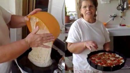 La focaccia pugliese della nonna: soffice, semplice e buonissima