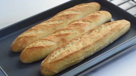 Baguette francesi croccanti e profumate: ecco i passaggi per prepararle