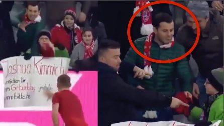 Strappa la maglia regalata da Kimmich al bambino: la reazione degli altri tifosi nei suoi confronti