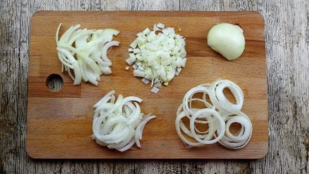 Come tagliare la cipolla in maniera perfetta e veloce: 4 semplici metodi