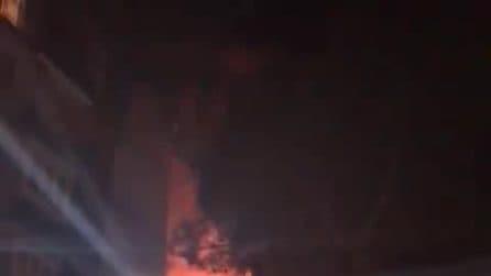 Napoli, incendio devasta un appartamento nella notte