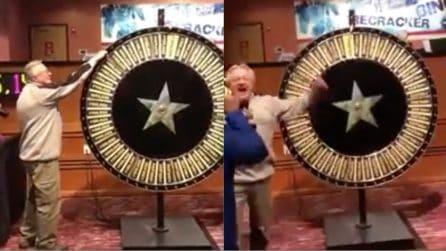 Gira la ruota e vince 1 milione di dollari: si scatena il caos in sala