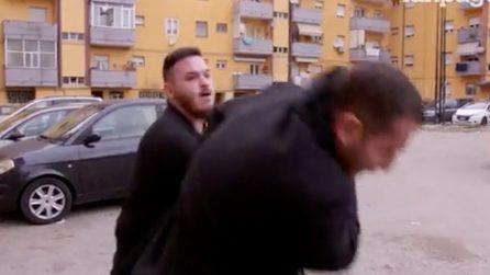 """""""Dovete andarvene"""", Daniele Piervincenzi e la troupe di Popolo Sovrano aggrediti a Pescara"""