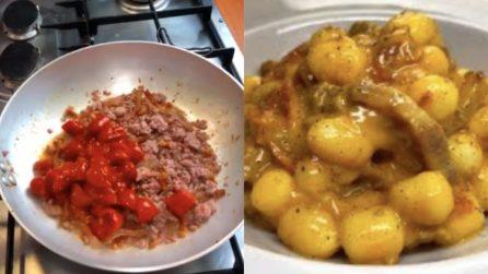 Gnocchi alla zozzona con guanciale, pomodori e salsiccia: un tris perfetto