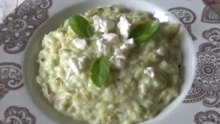 Risotto zucchine e ricotta: la ricetta cremosa che piacerà a tutti