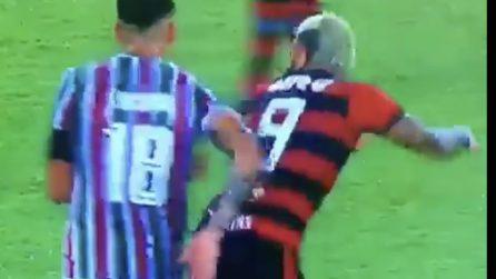 La strana protesta di Gabigol durante la partita del Flamengo