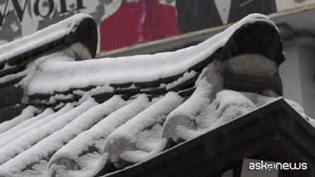 Nevica a Seoul, lo scenario suggestivo a piazza Gwanghwamun