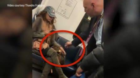 Non toglie la borsa di 300 dollari dal posto in treno: interviene la polizia