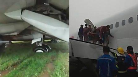 Aereo finisce nel prato durante l'atterraggio, grande paura per i passeggeri