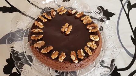 Torta noci e cioccolato: una combinazione di sapori che vi conquisterà