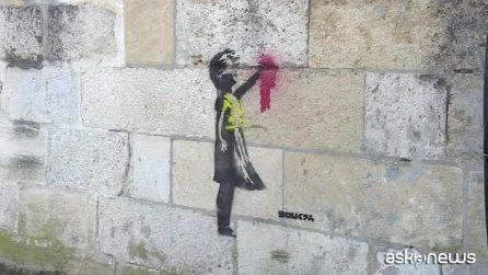 Banksy pro-gilet gialli? Spunta un murales a Bordeaux. Originale?