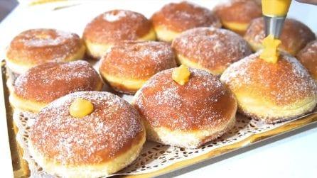 Bomboloni alla crema pasticcera: la ricetta per i più golosi