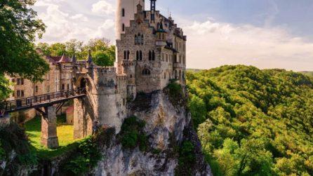 Il castello costruito sulla scogliera: sembra uscito da un libro delle favole
