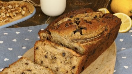 How to make the perfect moist banana bread with chocolate chips!
