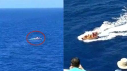 Il loro velivolo precipita in mare: pilota e passeggero sono alla deriva