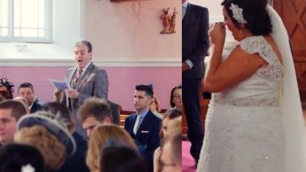 Si leva una voce dai banchi durante il matrimonio: la sposa inizia a piangere di gioia