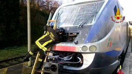 Altavilla Irpina, incendio sul treno dei pendolari