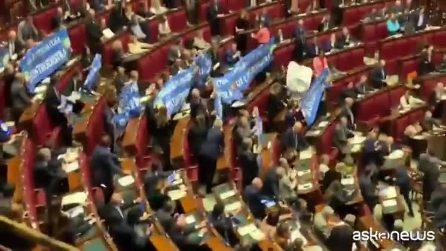 Legittima difesa, Fi espone striscioni: Fico sospende Aula